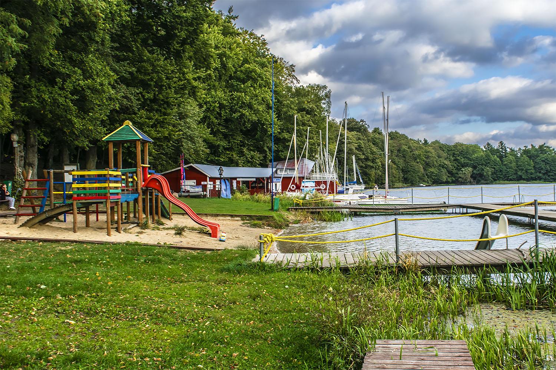 Plac zabaw nad Jeziorem Bytyń Wielki w Nakielnie. Fot. Marcin Maziarz