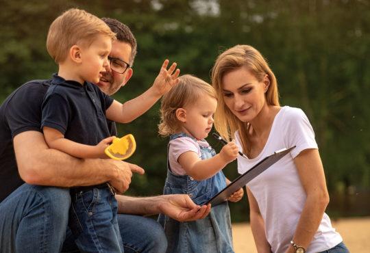 Rodzina z okładki, nr 1 Rodzinnego Magazynu67: Magdalena Kittel, Marcin Zamojda oraz Agatka i Michał. Fot. Robert Judycki